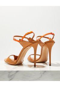 Casadei - CASADEI - Beżowe sandały Julia Jeanie. Kolor: beżowy. Materiał: lakier. Obcas: na obcasie. Wysokość obcasa: średni