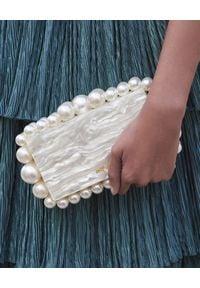 CULT GAIA - Perłowa torebka Eos. Kolor: biały. Wzór: aplikacja. Styl: wizytowy