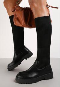 Renee - Czarne Kozaki Astobe. Nosek buta: okrągły. Zapięcie: bez zapięcia. Kolor: czarny. Szerokość cholewki: normalna. Wzór: aplikacja. Wysokość cholewki: przed kolano. Materiał: materiał, prążkowany. Obcas: na obcasie. Wysokość obcasa: niski