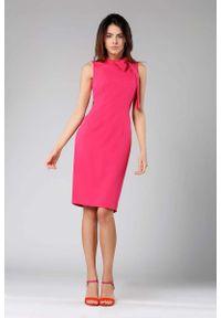 Nommo - Ciemno Różowa Ołówkowa Sukienka z Kokardą. Typ kołnierza: kokarda. Kolor: różowy. Materiał: wiskoza, poliester. Typ sukienki: ołówkowe