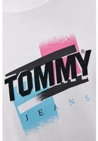 Tommy Jeans - T-shirt. Okazja: na co dzień. Kolor: biały. Wzór: nadruk. Styl: casual