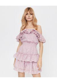LOVE & ROSE - Różowa sukienka Mona z falbanami. Okazja: na imprezę, na randkę. Kolor: różowy, wielokolorowy, fioletowy. Materiał: bawełna, koronka. Wzór: kwiaty, koronka, aplikacja. Styl: wizytowy