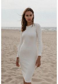 Marsala - Sukienka z prążkowanego materiału z wycięciem na plecach ecru- ALTEA MIDI BY MARSALA. Materiał: materiał, prążkowany. Długość rękawa: długi rękaw. Styl: elegancki. Długość: midi