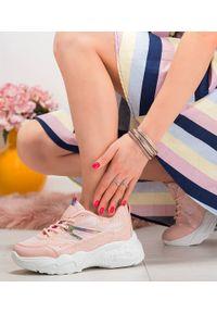 Różowe buty sportowe N/M w kolorowe wzory, trekkingowe