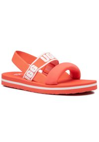Czerwone sandały Ugg na lato