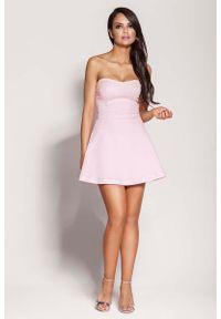 Różowa sukienka mini Dursi z odkrytymi ramionami