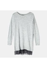 Szary sweter Mohito w koronkowe wzory