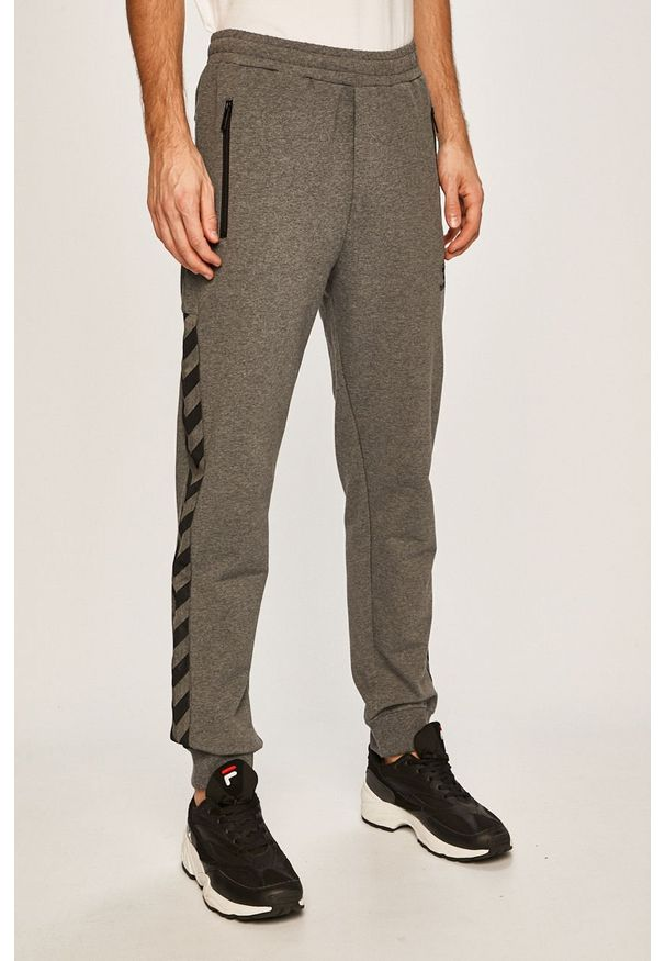 Szare spodnie dresowe Hummel