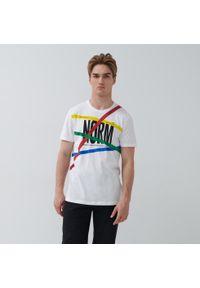 House - Bawełniana koszulka z nadrukiem - Biały. Kolor: biały. Materiał: bawełna. Wzór: nadruk