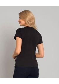CESARE PACIOTTI - Czarny t-shirt z logo i suwakami. Kolor: czarny. Materiał: jeans, bawełna. Wzór: aplikacja. Styl: klasyczny