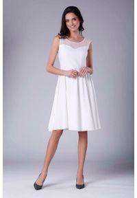 Nommo - Ecru Rozkloszowana Sukienka Midi z Prześwitującym Karczkiem. Materiał: wiskoza, poliester. Długość: midi