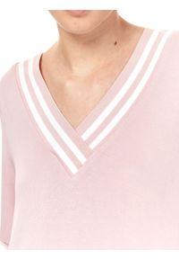Różowa sukienka DRYWASH koszulowa, z dekoltem w serek