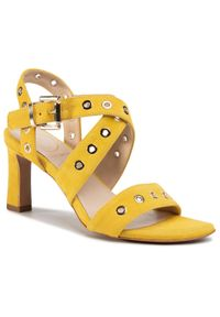 Żółte sandały Baldowski z aplikacjami