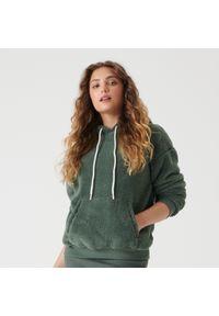 Sinsay - Pluszowa bluza z kapturem - Zielony. Typ kołnierza: kaptur. Kolor: zielony