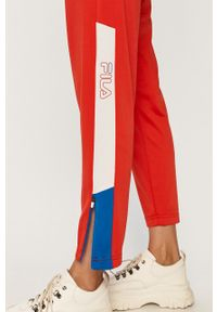 Czerwone spodnie dresowe Fila z nadrukiem