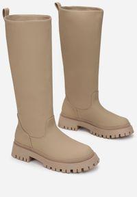 Born2be - Ciemnobeżowe Kozaki Chenerena. Nosek buta: okrągły. Kolor: beżowy. Materiał: jeans, skóra. Styl: klasyczny