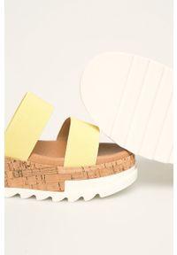 Żółte sandały Steve Madden