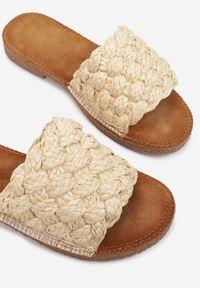 Renee - Beżowe Klapki Cnassyphe. Nosek buta: okrągły. Kolor: beżowy. Materiał: materiał. Wzór: gładki, aplikacja. Obcas: na płaskiej podeszwie
