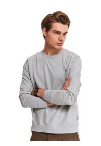 TOP SECRET - Klasyczna bluza z dzianiny recyklingowanej. Kolor: szary. Materiał: dzianina. Długość rękawa: długi rękaw. Długość: długie. Wzór: aplikacja. Sezon: zima. Styl: klasyczny