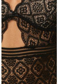 Czarne body Dorina w koronkowe wzory