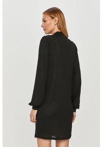 Czarna sukienka Jacqueline de Yong casualowa, prosta, z długim rękawem