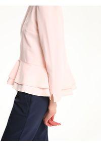 Różowa bluzka TOP SECRET długa, z długim rękawem, z falbankami, na spotkanie biznesowe