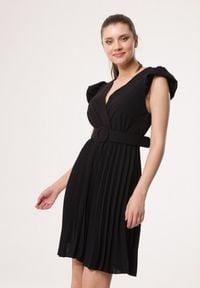 Born2be - Czarna Sukienka Blot. Typ kołnierza: dekolt kopertowy. Kolor: czarny. Wzór: aplikacja. Typ sukienki: kopertowe. Styl: wizytowy, retro. Długość: mini