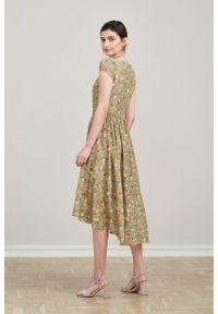 Marie Zélie - Sukienka Antea Anemone beżowa. Kolor: beżowy. Materiał: wiskoza, materiał. Długość rękawa: krótki rękaw. Typ sukienki: asymetryczne