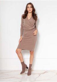 Lanti - Sukienka z Kopertowym Dekoltem - Beżowa. Kolor: beżowy. Materiał: wiskoza, akryl. Typ sukienki: kopertowe