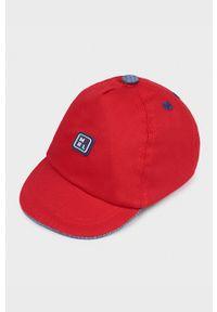 Czerwona czapka z daszkiem Mayoral Newborn z aplikacjami