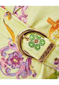 Versace Jeans Couture - VERSACE JEANS COUTURE - Żółta sukienka z nadrukami. Kolor: żółty. Materiał: bawełna. Wzór: nadruk. Typ sukienki: sportowe, dopasowane. Styl: sportowy, elegancki. Długość: mini