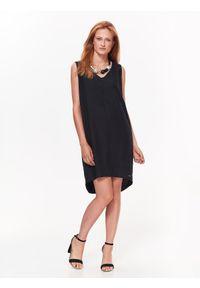 Czarna sukienka TOP SECRET z dekoltem w serek, elegancka, prosta