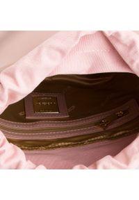 Różowa torebka klasyczna Kazar na lato, skórzana, z frędzlami