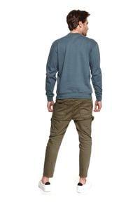 TOP SECRET - Bluza ze stójką. Okazja: na co dzień. Typ kołnierza: kołnierzyk stójkowy. Kolor: niebieski. Materiał: tkanina. Długość: długie. Sezon: wiosna. Styl: sportowy, casual
