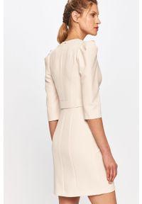 Kremowa sukienka Silvian Heach prosta, klasyczna