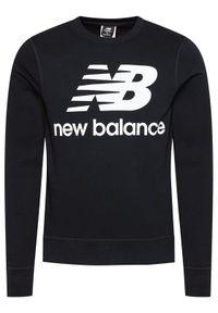 New Balance Bluza Essentials Stacked Logo Crew MT03560 Czarny Athletic Fit. Kolor: czarny