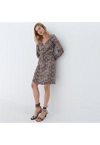 Mohito - Wiskozowa sukienka w panterkę - Beżowy. Kolor: beżowy. Materiał: wiskoza. Wzór: motyw zwierzęcy