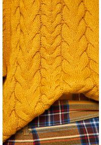 medicine - Medicine - Sweter Basic. Okazja: na co dzień. Kolor: żółty. Materiał: dzianina. Długość rękawa: raglanowy rękaw. Wzór: ze splotem, gładki. Styl: casual