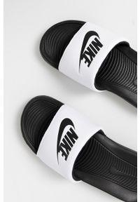 Nike Sportswear - Klapki. Kolor: biały. Materiał: materiał, guma. Wzór: gładki