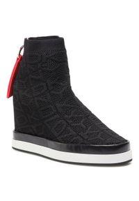 Czarne buty sportowe DKNY z cholewką, na średnim obcasie