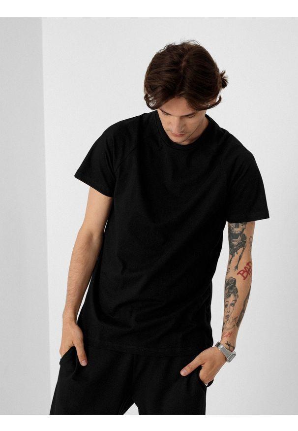 outhorn - T-shirt gładki męski. Okazja: na co dzień. Materiał: bawełna, dzianina, materiał. Długość rękawa: raglanowy rękaw. Wzór: gładki. Styl: casual