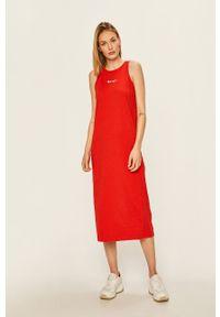 Champion - Sukienka. Okazja: na co dzień. Kolor: czerwony. Materiał: dzianina. Długość rękawa: na ramiączkach. Wzór: aplikacja. Typ sukienki: proste. Styl: casual