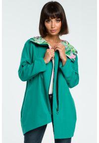 e-margeritka - Bluza damska z kapturem zapinana na suwak zielona - l/xl. Typ kołnierza: kaptur. Kolor: zielony. Materiał: bawełna, dzianina, materiał, elastan. Długość: długie. Wzór: nadruk, kolorowy. Sezon: jesień, zima