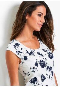 Lniana sukienka ołówkowa bonprix biało-ciemnoniebieski z nadrukiem. Kolor: biały. Materiał: len. Wzór: nadruk. Typ sukienki: ołówkowe. Styl: elegancki