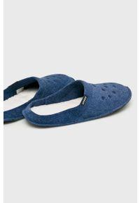 Niebieskie kapcie Crocs