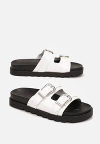 Born2be - Białe Klapki Thalossia. Nosek buta: okrągły. Kolor: biały. Materiał: guma. Wzór: aplikacja. Obcas: na platformie