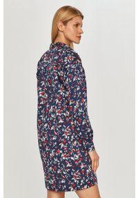Pepe Jeans - Sukienka Martinia. Okazja: na co dzień. Kolor: niebieski. Długość rękawa: długi rękaw. Typ sukienki: proste. Styl: casual