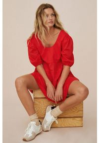 mango - Mango - Sukienka bawełniana MAYO. Kolor: czerwony. Materiał: bawełna. Długość rękawa: krótki rękaw. Wzór: gładki. Typ sukienki: rozkloszowane