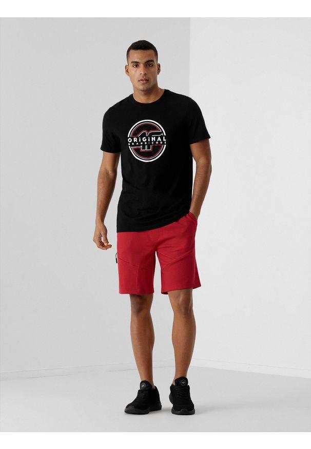4f - Spodenki dresowe męskie. Okazja: na co dzień. Kolor: czerwony. Materiał: dresówka. Styl: casual