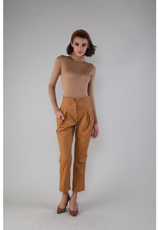 Spodnie z wysokim stanem Nommo